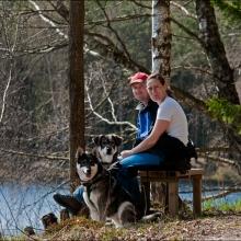 Pontus & Karin med sina hundar Anja och Bertil