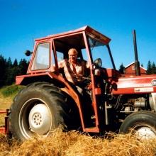 Hugo i sin traktor